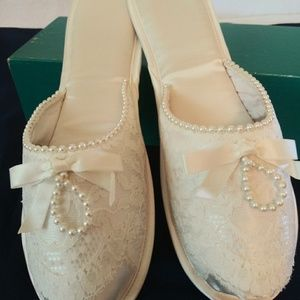 Bridal lace and Pearls Slippers